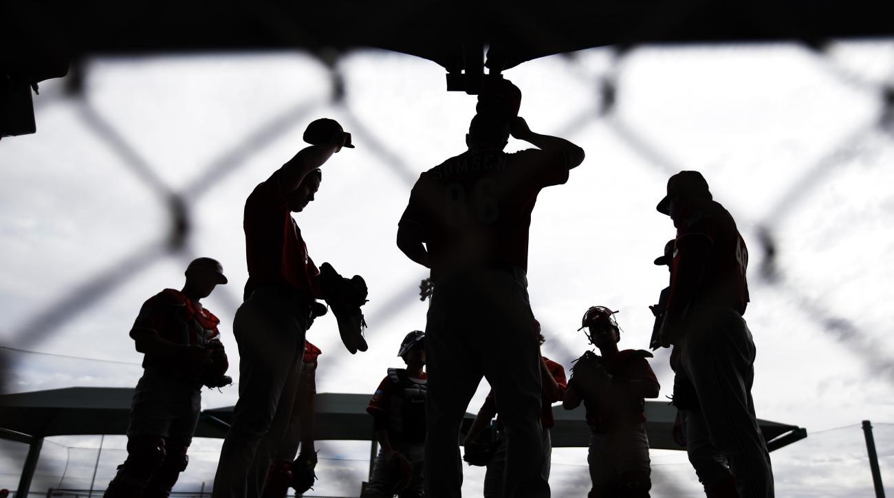 Cincinnati Reds players get ready to throw during a spring training baseball workout Thursday, Feb. 18, 2016, in Goodyear, Ariz. (AP Photo/Morry Gash)