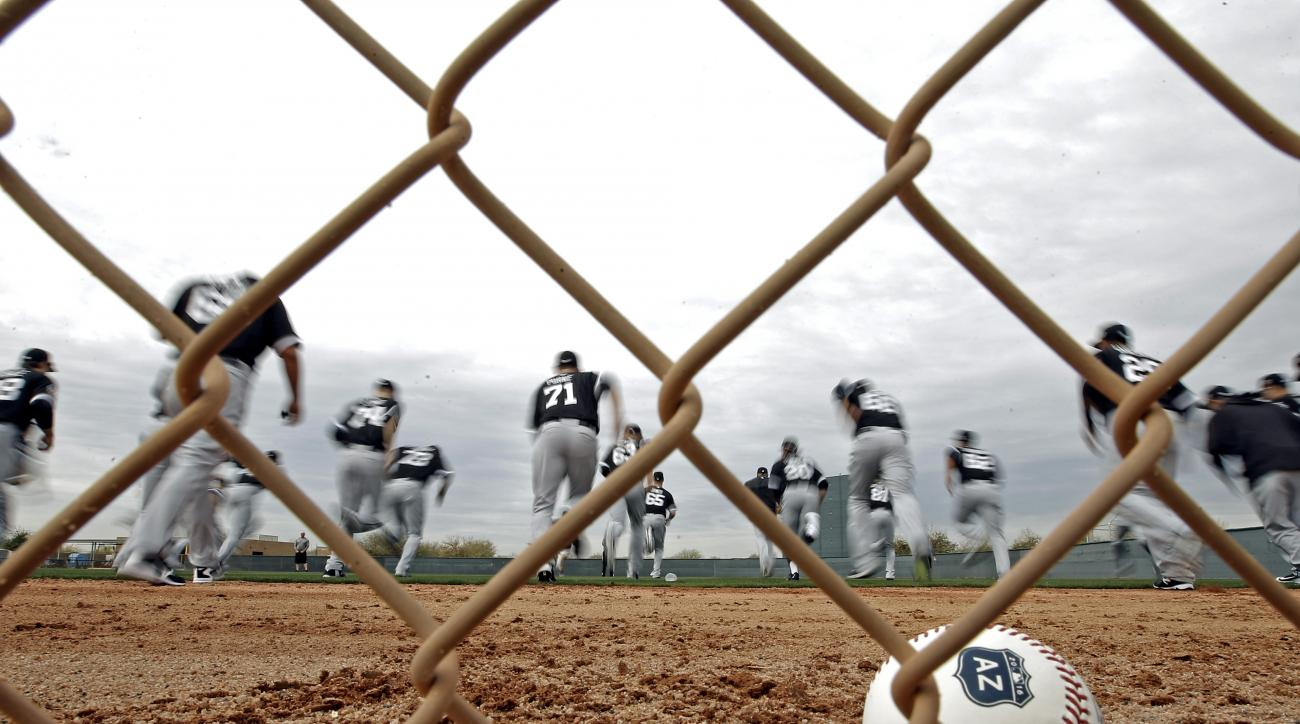 Chicago White Sox players run during a spring training baseball workout Friday, Feb. 19, 2016, in Glendale, Ariz. (AP Photo/Morry Gash)