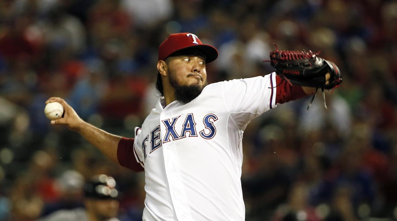 Texas Rangers starting pitcher Yovani Gallardo works against the Detroit Tigers in the second inning of a baseball game Wednesday, Sept. 30, 2015, in Arlington, Texas. (AP Photo/Tony Gutierrez)