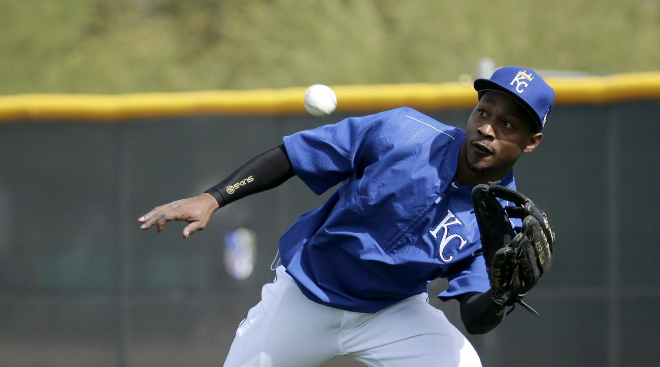 Kansas City Royals' Jarrod Dyson fields a ball during spring training baseball practice Tuesday, Feb. 23, 2016, in Surprise, Ariz. (AP Photo/Charlie Riedel)