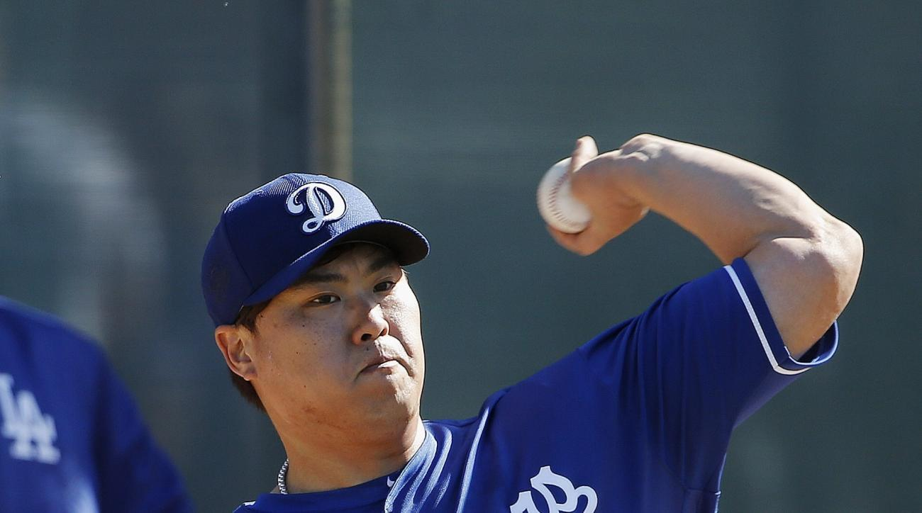 Los Angeles Dodgers' Hyun-Jin Ryu, of South Korea, throws a pitch during a spring training baseball workout Friday, Feb. 26, 2016, in Glendale, Ariz. (AP Photo/Ross D. Franklin)