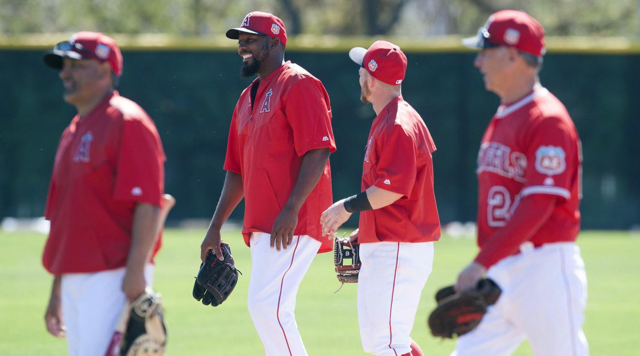 Former Los Angeles Angels outfielder Vladimir Guerrero, second from left, talks with Angels infielder Johnny Giovatella during baseball spring training Friday, Feb. 26, 2016, in Tempe, Ariz. (Kevin Sullivan/The Orange County Register via AP)