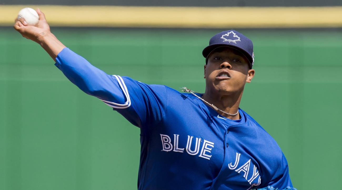 Toronto Blue Jays pitcher Marcus Stroman warms up for the first inning of  a spring training baseball game againt the Philadelphia Phillies, in Clearwater, Fla.,  Tuesday March 1, 2016. (Frank Gunn/The Canadian Press via AP)