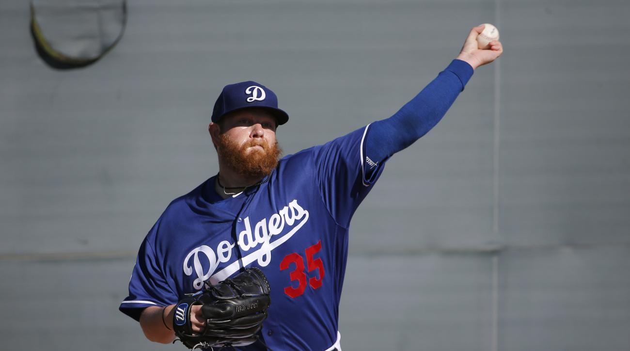 Los Angeles Dodgers' Brett Anderson throws a pitch during a spring training baseball workout Monday, Feb. 22, 2016, in Glendale, Ariz. (AP Photo/Ross D. Franklin)