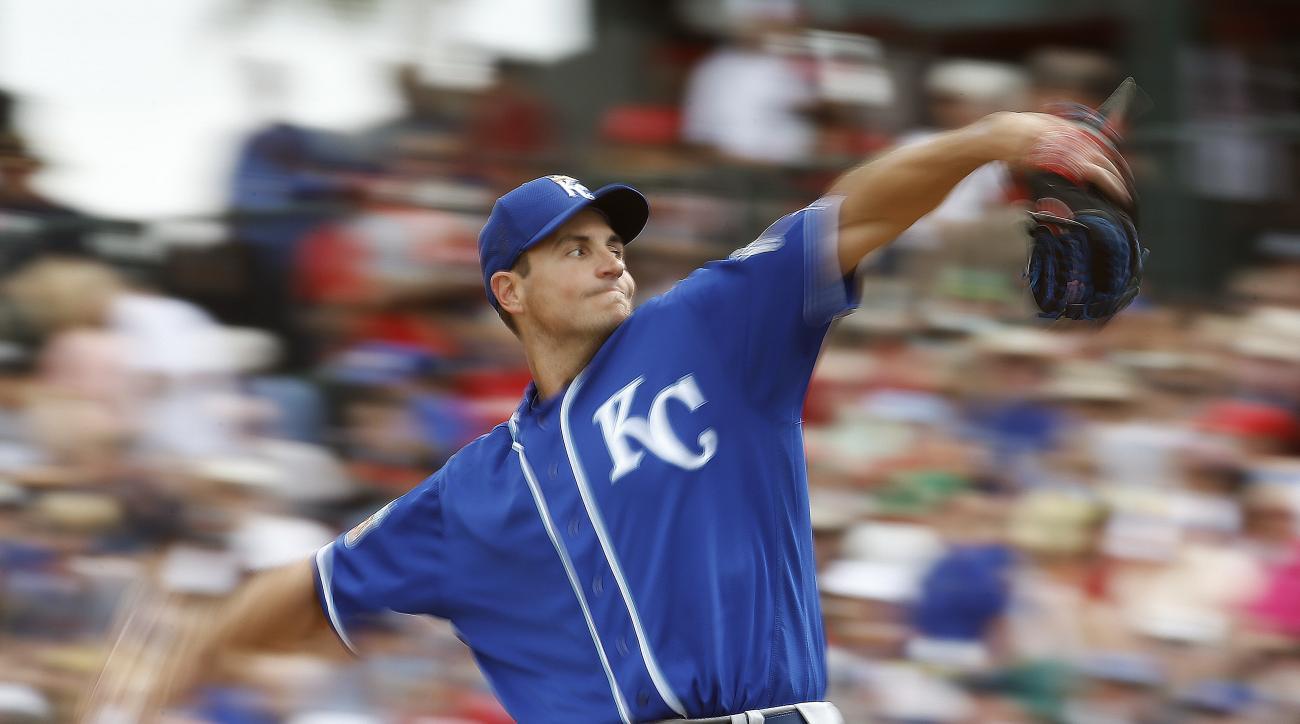 Kansas City Royals' Chris Young throws during the first inning of a spring training baseball game against the Los Angeles Angels Sunday, March 6, 2016, in Tempe, Ariz. (AP Photo/Morry Gash)