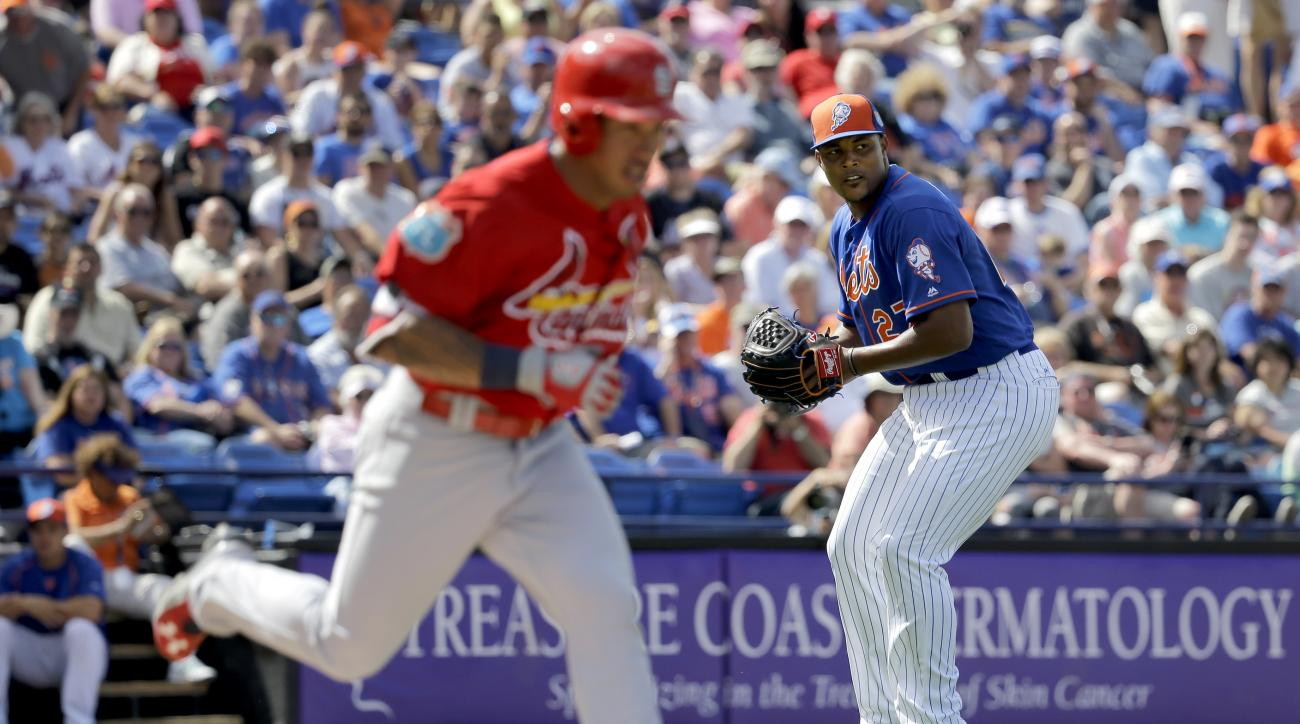 New York Mets pitcher Jeurys Familia, right, throws St. Louis Cardinals' Kolten Wong out at first during the fifth inning of an exhibition spring training baseball game Thursday, March 10, 2016, in Port St. Lucie, Fla. (AP Photo/Jeff Roberson)