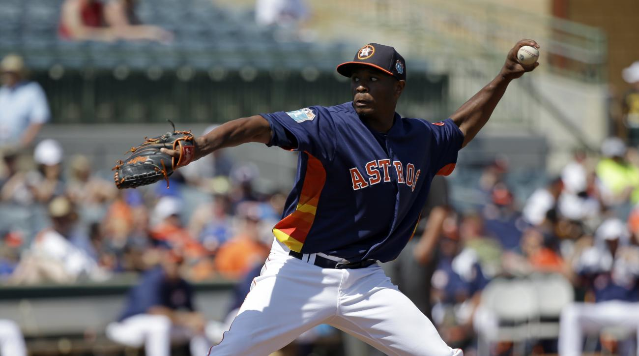 Houston Astros' Tony Sipp pitches against the Washington Nationals in the fourth inning of a spring training baseball game, Tuesday, March 15, 2016, in Kissimmee, Fla. (AP Photo/John Raoux)