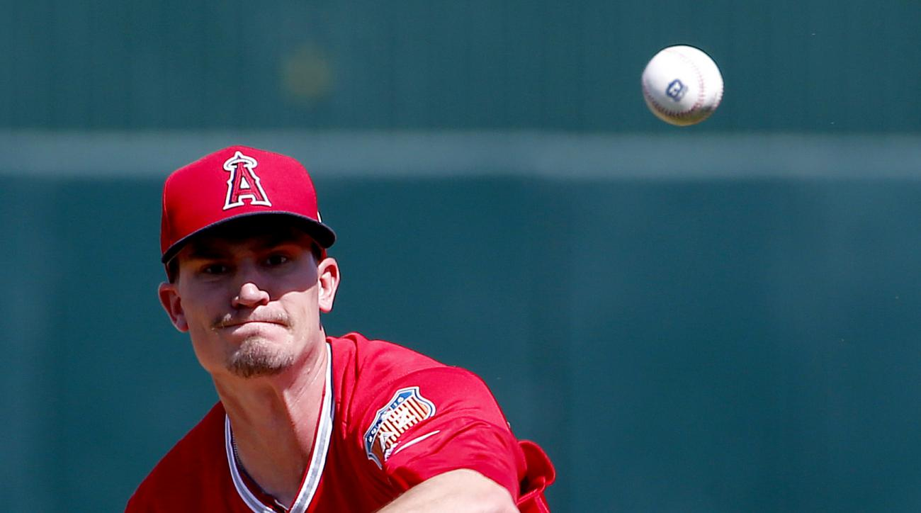 Los Angeles Angels pitcher Andrew Heaney warms up between innings of a spring training baseball game against the Seattle Mariners, Tuesday, March 15, 2016, in Tempe, Ariz. (AP Photo/Matt York)