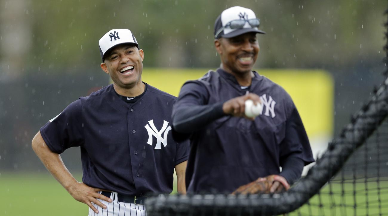 Former New York Yankees pitcher Mariano Rivera, left, laughs as he watches coach Willie Randolph throw  batting practice before a spring training baseball game against the Atlanta Braves Saturday, March 19, 2016, in Tampa, Fla. (AP Photo/Chris O'Meara)