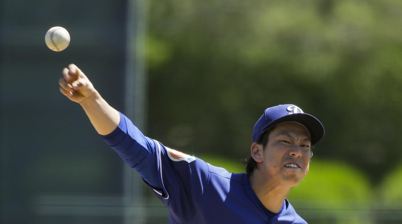 Los Angeles Dodgers starting pitcher Kenta Maeda, of Japan, throws against the Cincinnati Reds during the first inning of a spring training baseball game Sunday, March 27, 2016, in Phoenix. (AP Photo/Jae C. Hong)