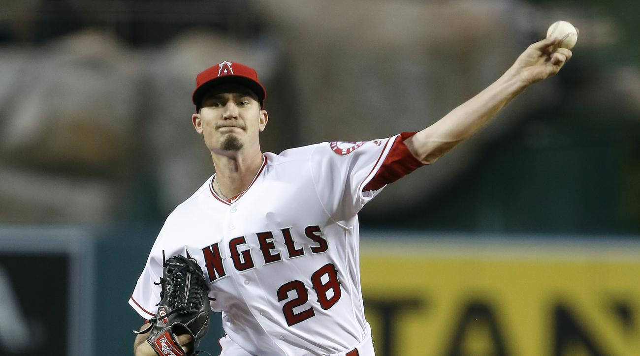 Los Angeles Angels starting pitcher Andrew Heaney throws against the Chicago Cubs during the first inning of a baseball game in Anaheim, Calif., Tuesday, April 5, 2016. (AP Photo/Alex Gallardo)