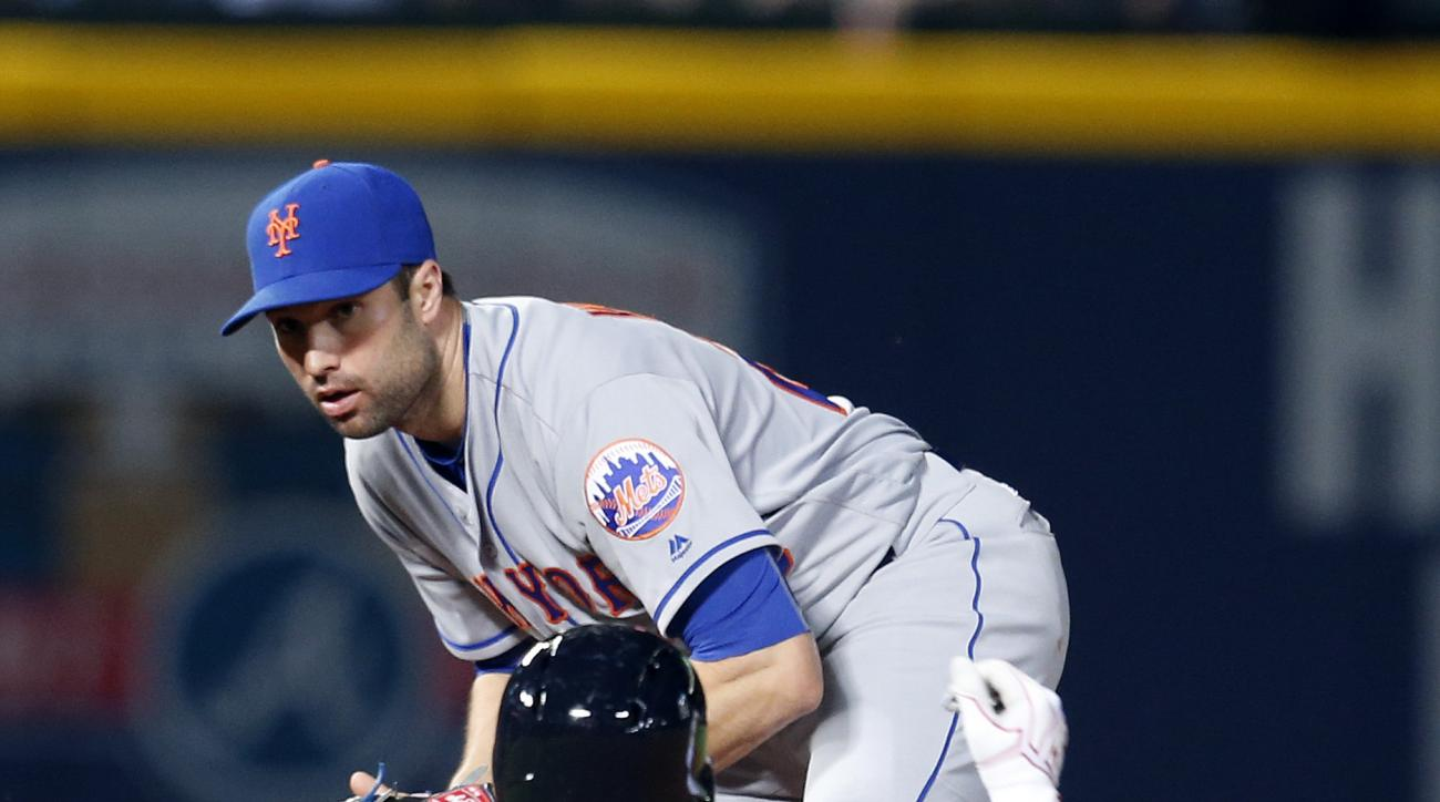 New York Mets second baseman Neil Walker, top, gets the force-out against Atlanta Braves' Nick Markakis (22) who slides into second during the seventh inning of a baseball game, Saturday, April 23, 2016, in Atlanta. (AP Photo/Butch Dill)