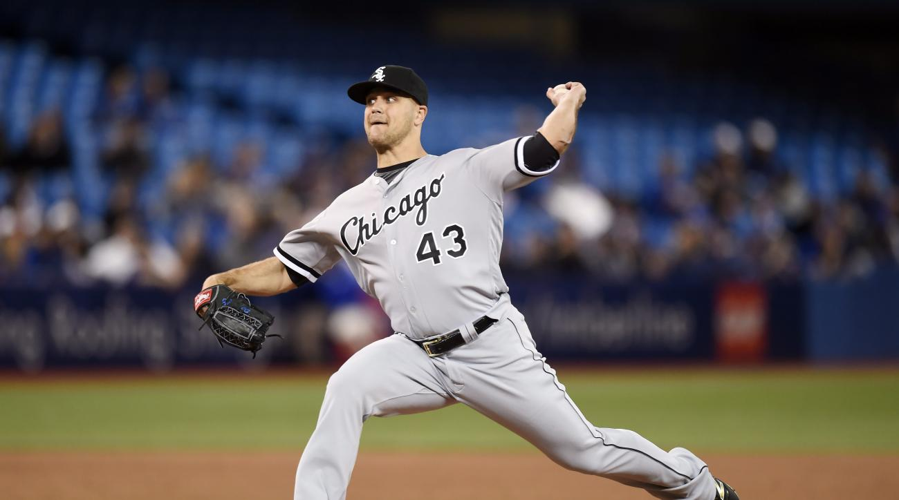 Chicago White Sox relief pitcher Dan Jennings pitches against the Toronto Blue Jays during seventh inning baseball action in Toronto on Monday, April 25, 2016. (Frank Gunn/The Canadian Press via AP) MANDATORY CREDIT