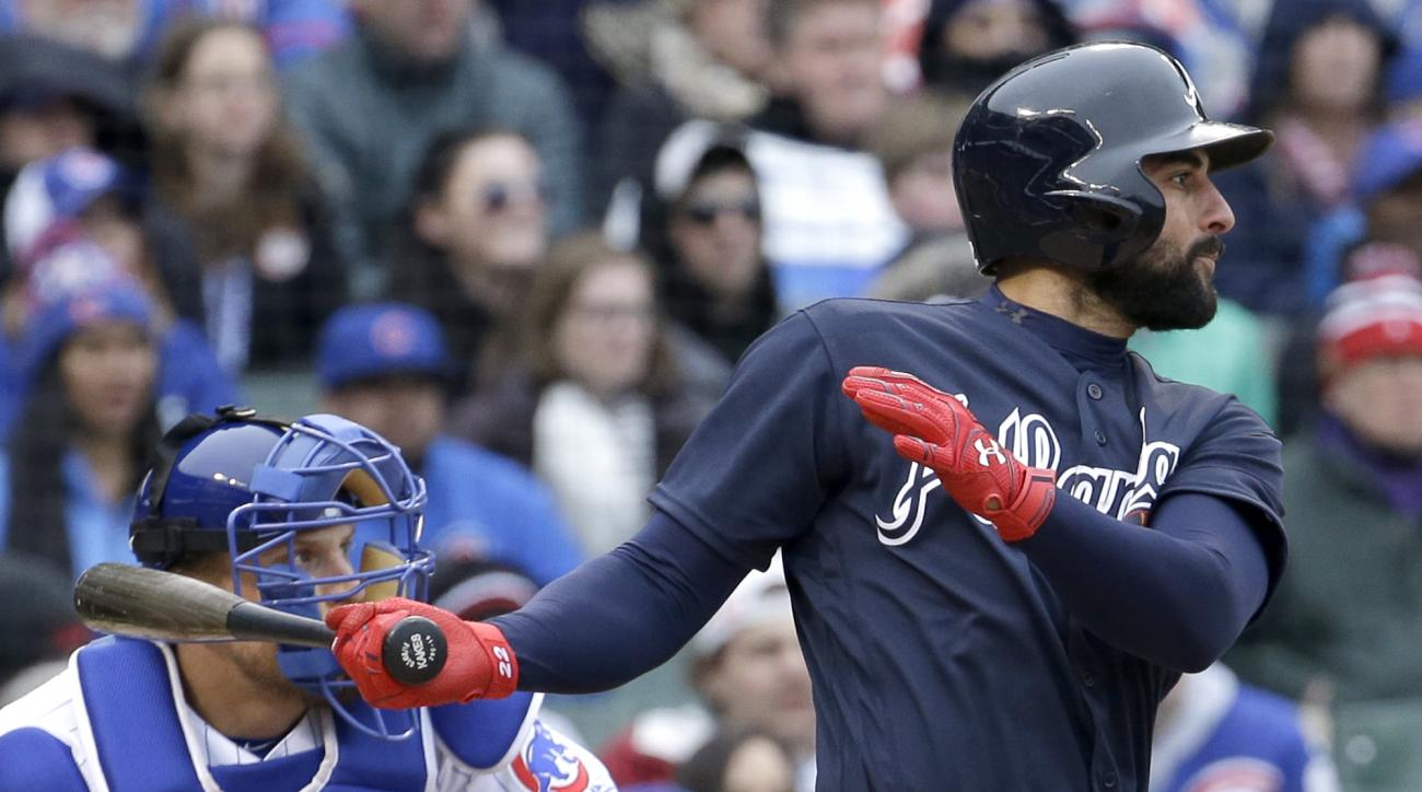 Atlanta Braves' Nick Markakis, right, hits a sacrifice fly to Chicago Cubs left fielder Kris Bryant during the10th inning of a baseball game Sunday, May 1, 2016, in Chicago. (AP Photo/Nam Y. Huh)