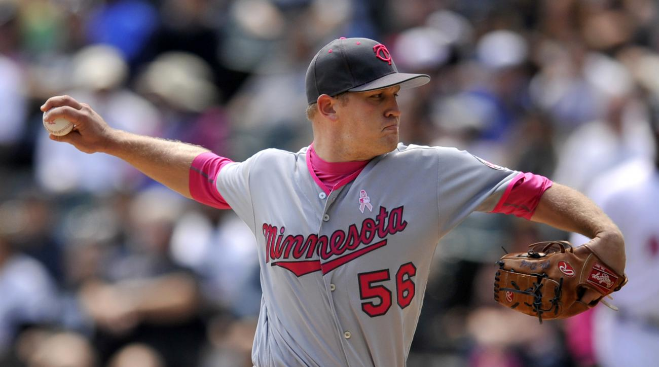 Minnesota Twins starter Tyler Duffey delivers a pitch during the first inning of a baseball game against the Chicago White Sox, Sunday, May 8, 2016, in Chicago. (AP Photo/Paul Beaty)