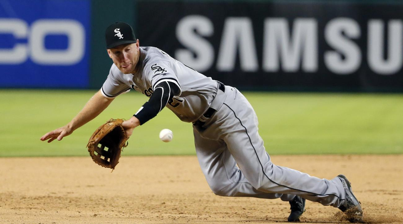 Chicago White Sox third baseman Todd Frazier is unable to reach a double by Texas Rangers' Bryan Holaday during the eighth inning of a baseball game, Tuesday, May 10, 2016, in Arlington, Texas. The Rangers won 13-11. (AP Photo/Tony Gutierrez)