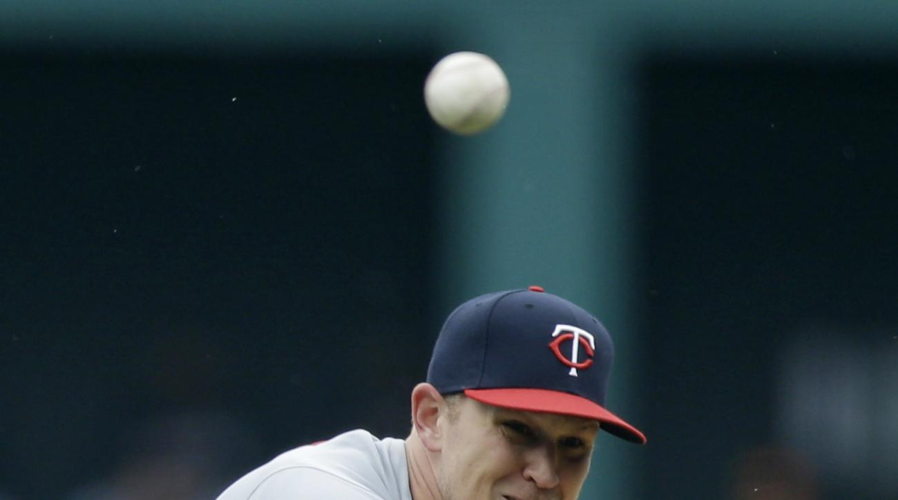 Minnesota Twins starting pitcher Tyler Duffey delivers in the first inning of a baseball game against the Cleveland Indians, Sunday, May 15, 2016, in Cleveland. (AP Photo/Tony Dejak)