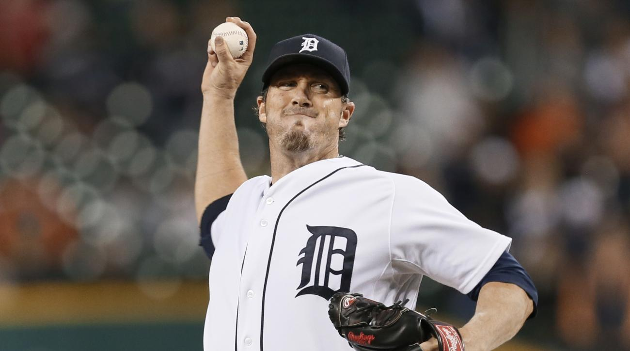 FILE - In this Sept. 25, 2014, file photo, Detroit Tigers relief pitcher Joe Nathan throws against the Minnesota Twins in the the ninth inning of a baseball game in Detroit. The Chicago Cubs have agreed to a one-year contract with Joe Nathan, a six-time A