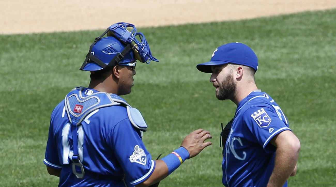Kansas City Royals catcher Salvador Perez, left, talks with starter Danny Duffy during the fourth inning of a baseball game against the Chicago White Sox Saturday, May 21, 2016, in Chicago. (AP Photo/Nam Y. Huh)
