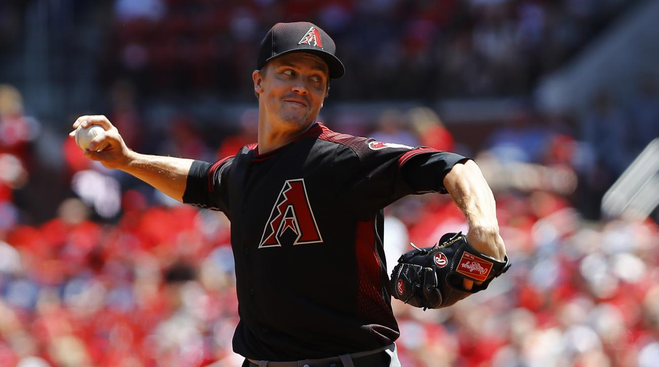 Arizona Diamondbacks starting pitcher Zack Greinke throws during the first inning of a baseball game against the St. Louis Cardinals, Sunday, May 22, 2016, in St. Louis. (AP Photo/Billy Hurst)