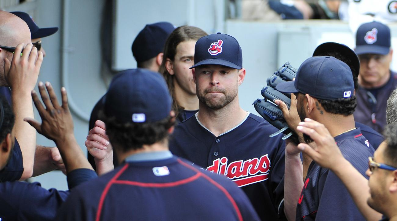 Cleveland Indians starting pitcher Corey Kluber, center, is greeted by his teammates after being taken out during the eighth inning of a baseball game against the Chicago White Sox, Wednesday, May 25, 2016, in Chicago. (AP Photo/David Banks)