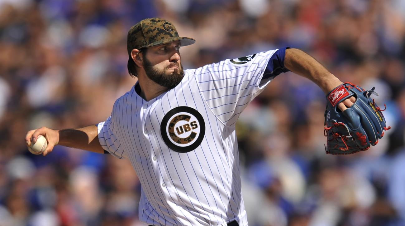 Chicago Cubs starter Jason Hammel delivers a pitch during the first inning of a baseball game against the Los Angeles Dodgers on Monday, May 30, 2016, in Chicago. (AP Photo/Paul Beaty)