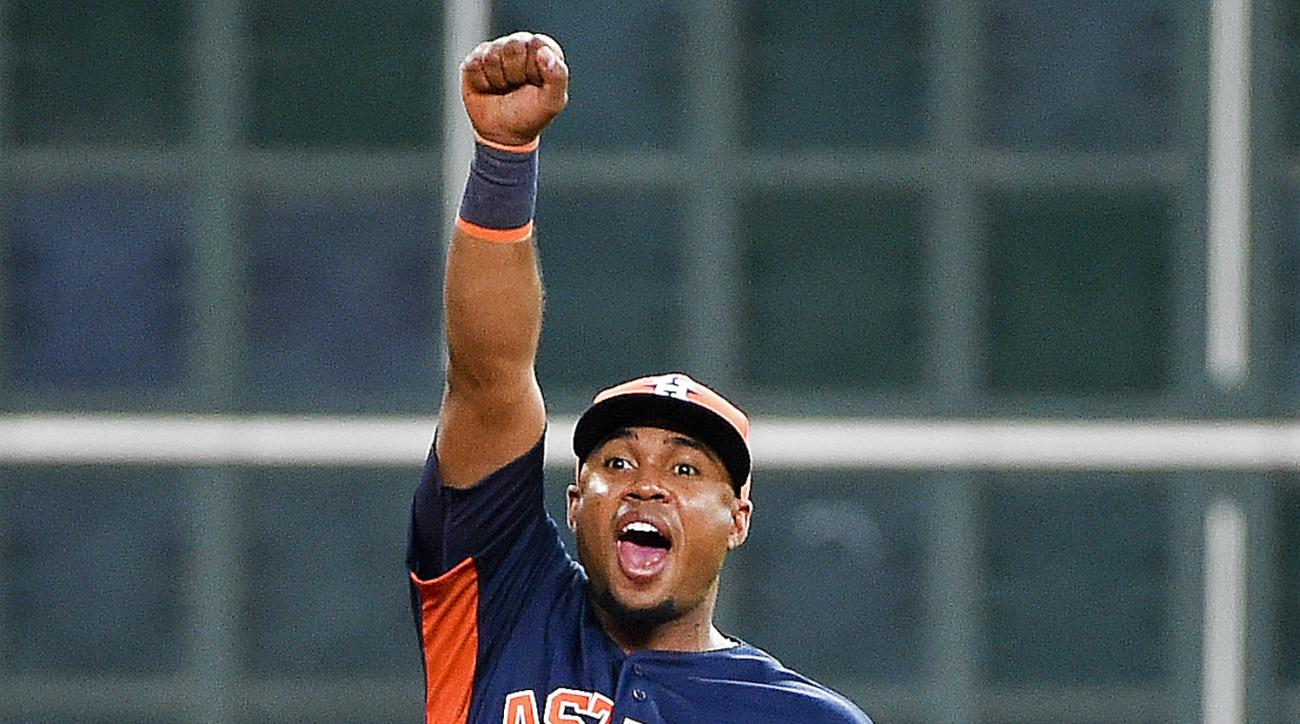 Houston Astros third baseman Luis Valbuena reacts after throwing out Oakland Athletics' Stephen Vogt to end a baseball game, Sunday, June 5, 2016, in Houston. (AP Photo/Eric Christian Smith)