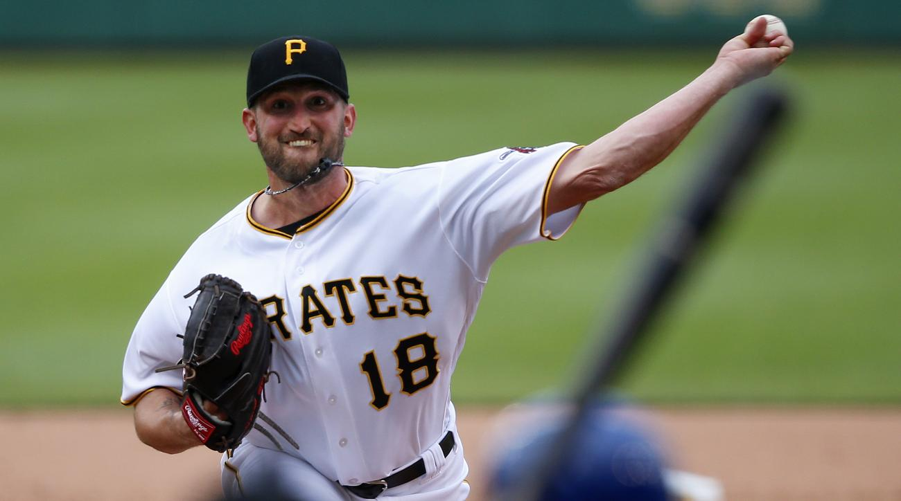 Pittsburgh Pirates starting pitcher Jonathon Niese delivers in the fourth inning of a baseball game against the New York Mets in Pittsburgh, Tuesday, June 7, 2016. (AP Photo/Gene J. Puskar)