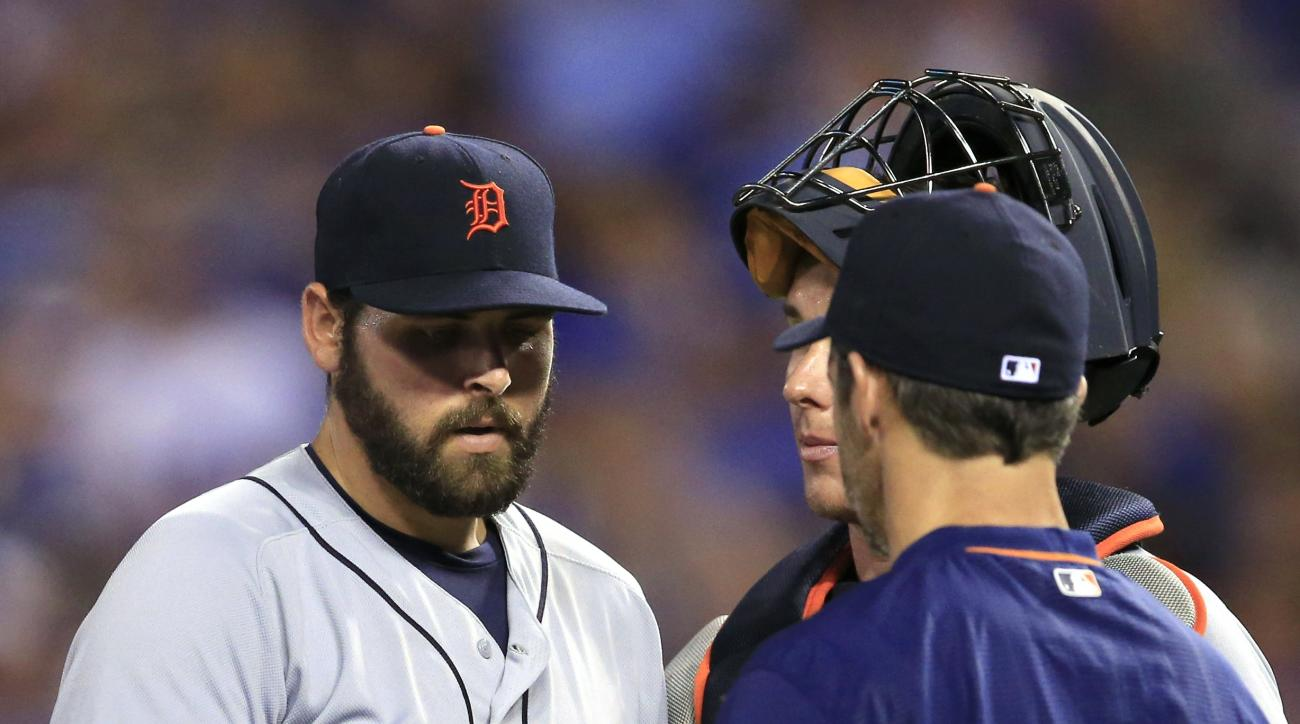 Detroit Tigers manager Brad Ausmus, right, takes the ball from starting pitcher Michael Fulmer during the sixth inning of a baseball game against the Kansas City Royals at Kauffman Stadium in Kansas City, Mo., Friday, June 17, 2016. (AP Photo/Orlin Wagner