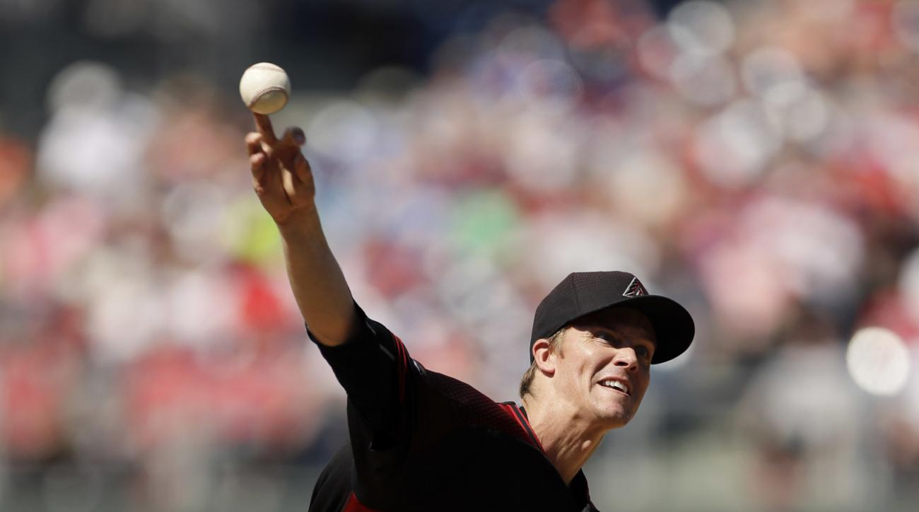 Arizona Diamondbacks' Zack Greinke pitches during the third inning of a baseball game against the Philadelphia Phillies, Saturday, June 18, 2016, in Philadelphia. (AP Photo/Matt Slocum)