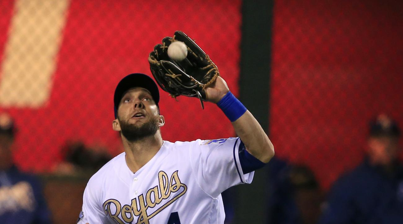 Kansas City Royals left fielder Alex Gordon catches a fly ball hit by Atlanta Braves' Freddie Freeman during the eighth inning of a baseball game at Kauffman Stadium in Kansas City, Mo., Friday, May 13, 2016. The Royals defeated the Braves 5-1. (AP Photo/
