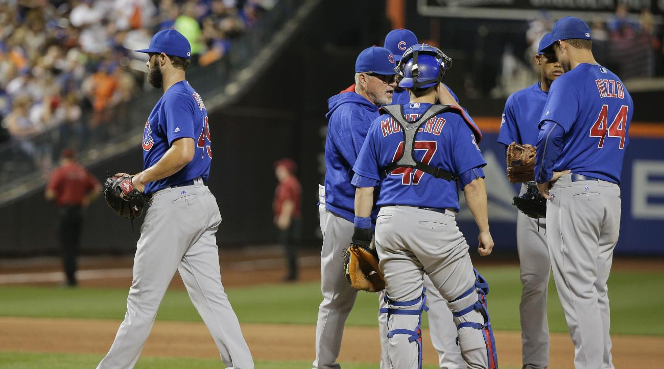 Chicago Cubs starting pitcher Jake Arrieta, left, walks off the mound after being relieved during the sixth inning of a baseball game against the New York Mets, Saturday, July 2, 2016, in New York. (AP Photo/Julie Jacobson)