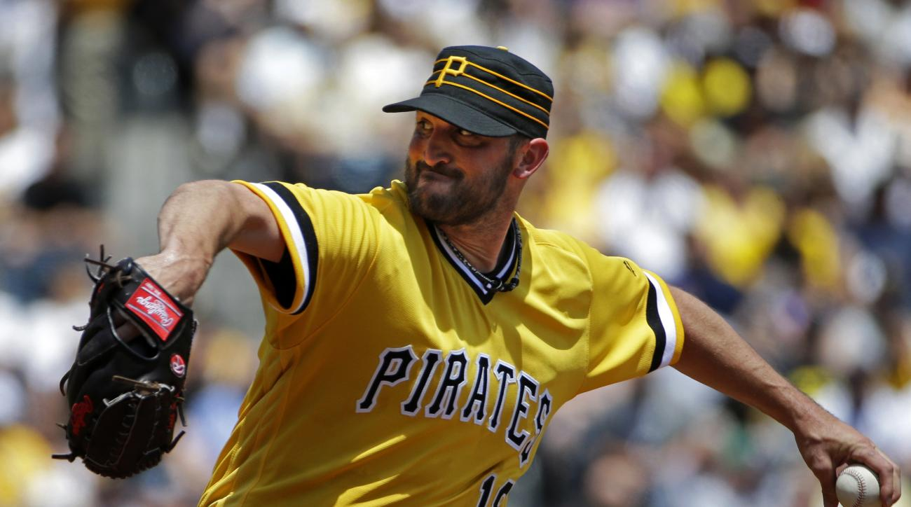 Pittsburgh Pirates starting pitcher Jonathon Niese delivers during the first inning of a baseball game against the Chicago Cubs in Pittsburgh, Sunday, July 10, 2016. (AP Photo/Gene J. Puskar)