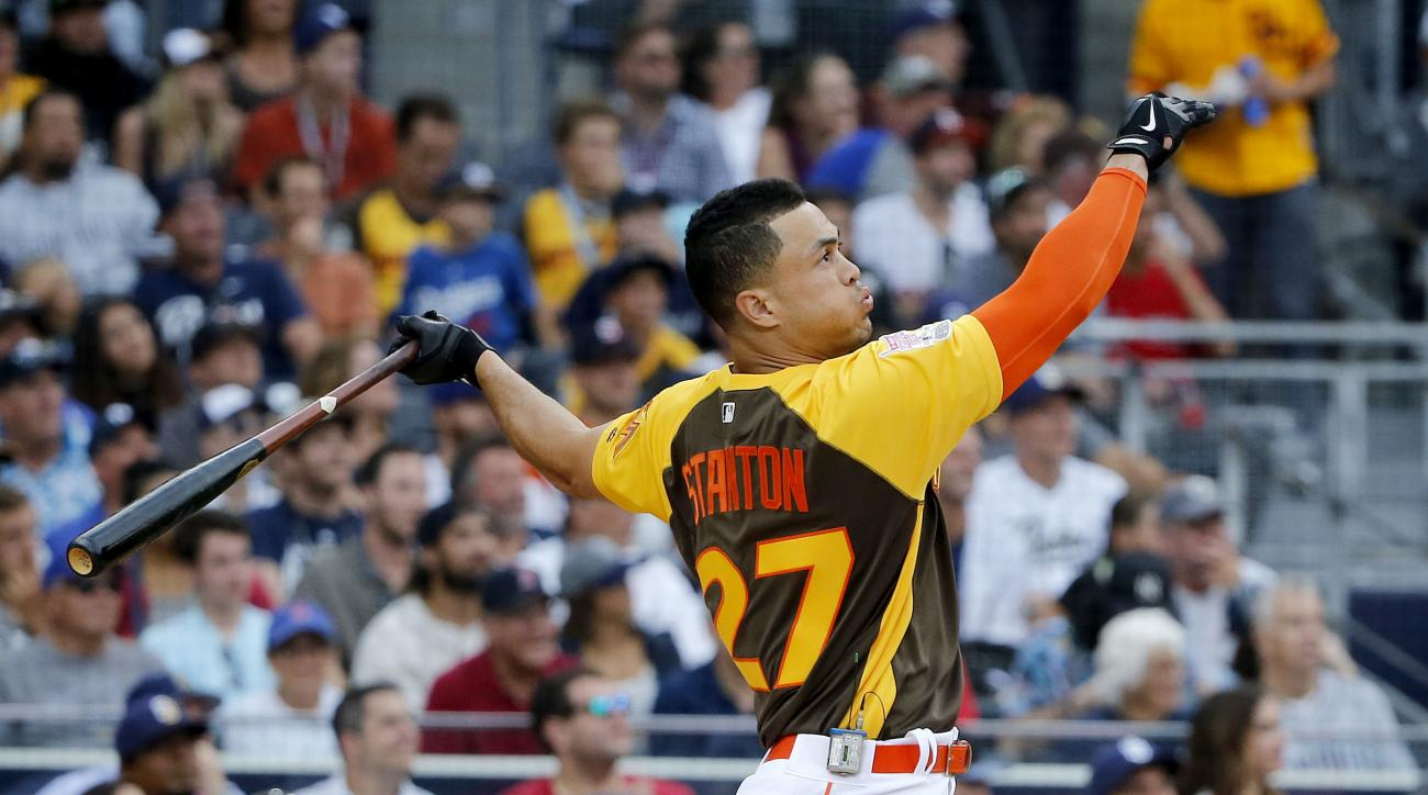National League's Giancarlo Stanton, of the Miami Marlins, hits during the MLB baseball All-Star Home Run Derby, Monday, July 11, 2016, in San Diego. (AP Photo/Lenny Ignelzi)