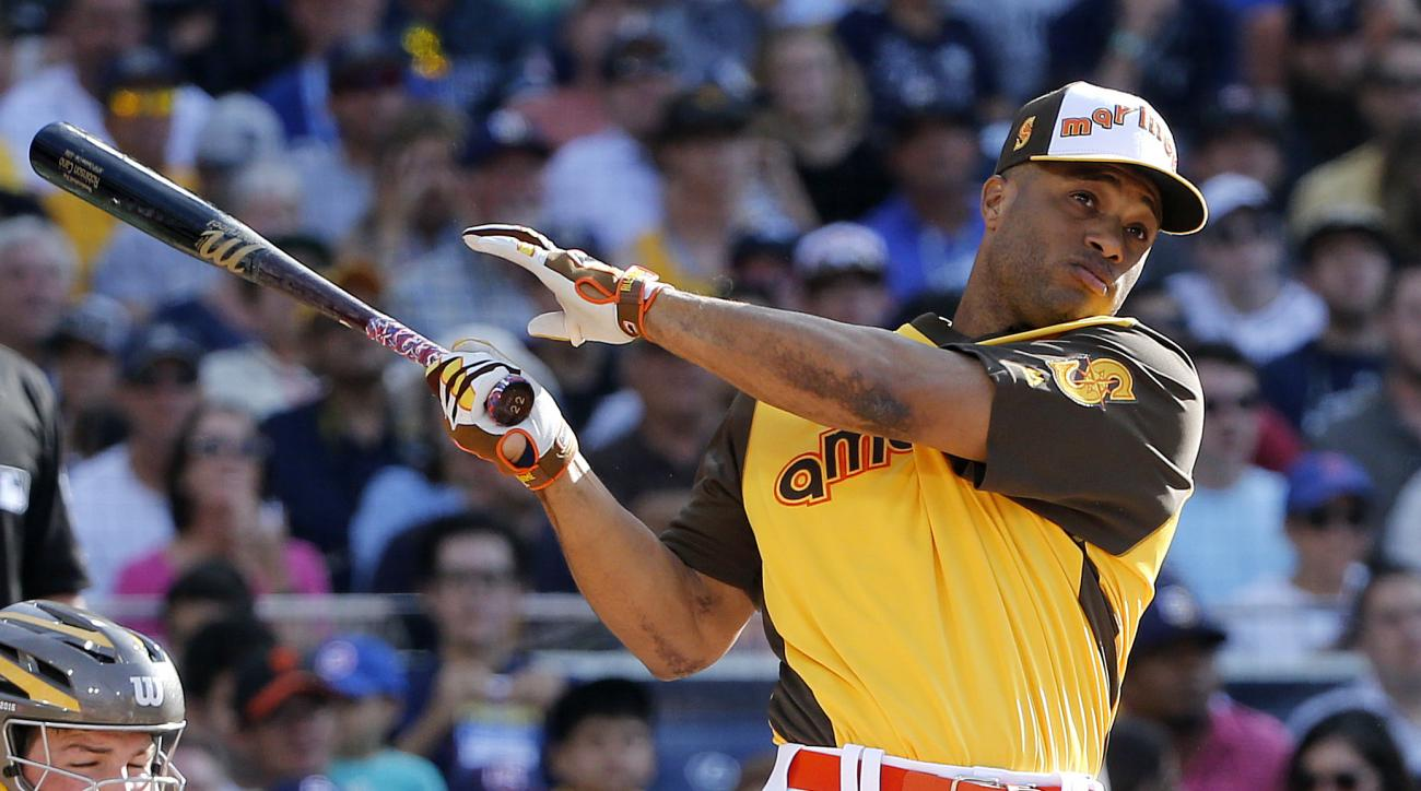 American Leagues Robinson Cano, of the Seattle Mariners, hits during the MLB baseball All-Star Home Run Derby, Monday, July 11, 2016, in San Diego. (AP Photo/Lenny Ignelzi)