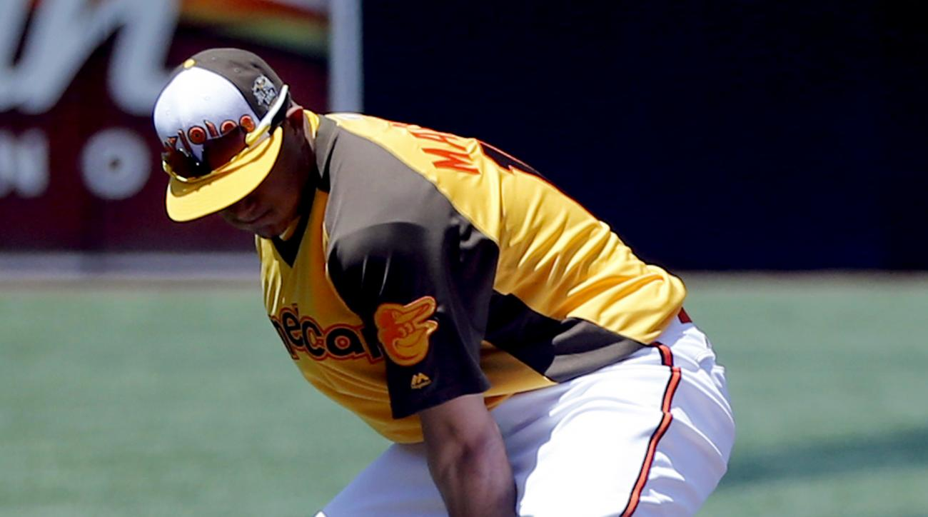 American League's Manny Machado, of the Baltimore Orioles, fields the ball through his legs during batting practice before the MLB baseball All-Star game, Tuesday, July 12, 2016, in San Diego. (AP Photo/Lenny Ignelzi)