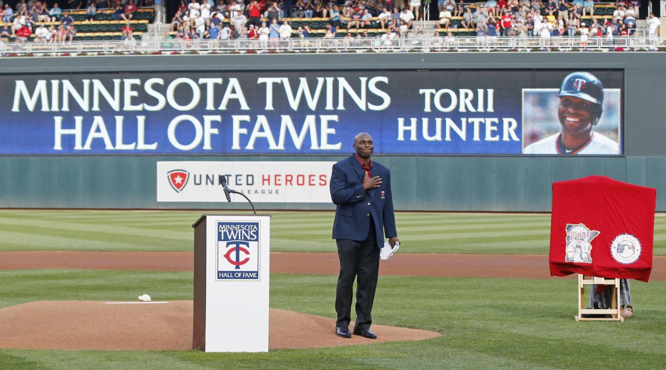 Former Minnesota Twins outfielder Torii Hunter acknowledges fans after he was inducted into the Twins Hall of Fame during a pregame ceremony before the Twins baseball game against the Cleveland Indians, Saturday, July 16, 2016, in Minneapolis. (AP Photo/J
