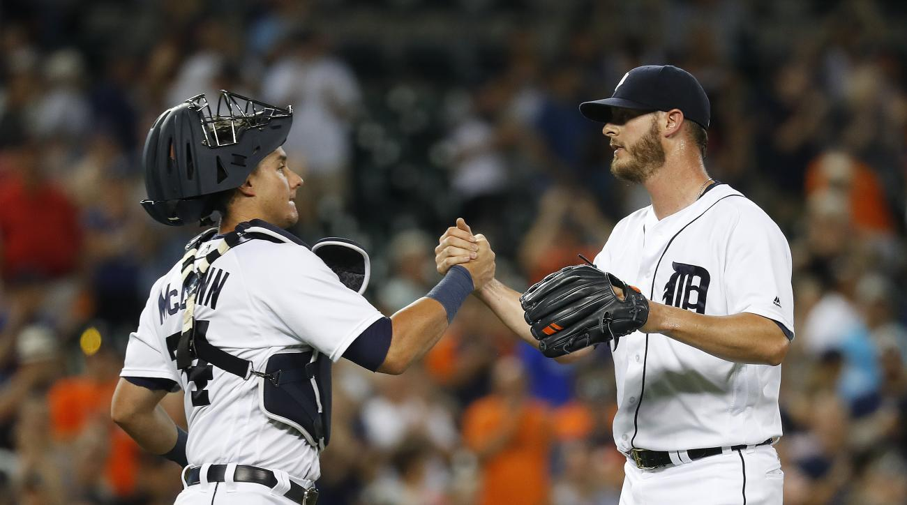 Detroit Tigers catcher James McCann (34) congratulates relief pitcher Mark Lowe after the Tigers defeated the Chicago White Sox 11-5 in a baseball game Tuesday, Aug. 2, 2016 in Detroit. (AP Photo/Paul Sancya)