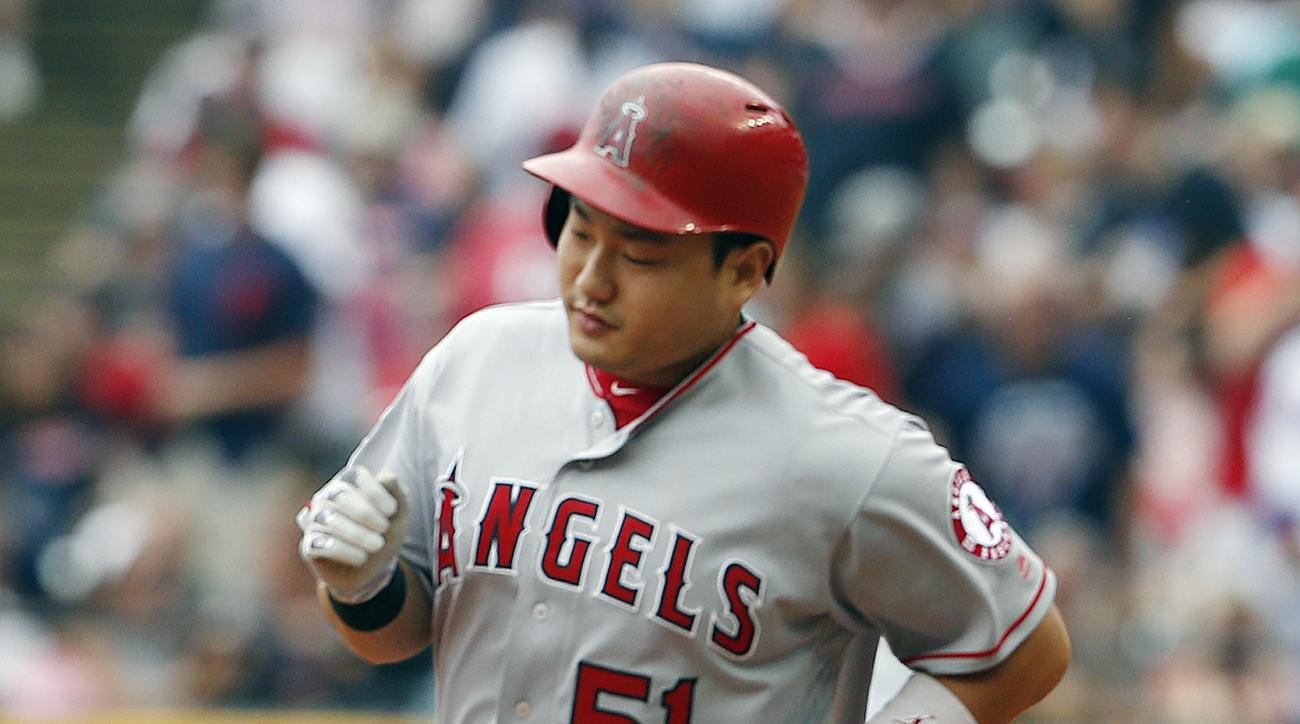 Los Angeles Angels' Ji-Man Choi rounds the bases after hitting a two run home run off Cleveland Indians starting pitcher Trevor Bauer during the second inning of a baseball game Sunday, Aug. 14, 2016, in Cleveland. (AP Photo/Ron Schwane)