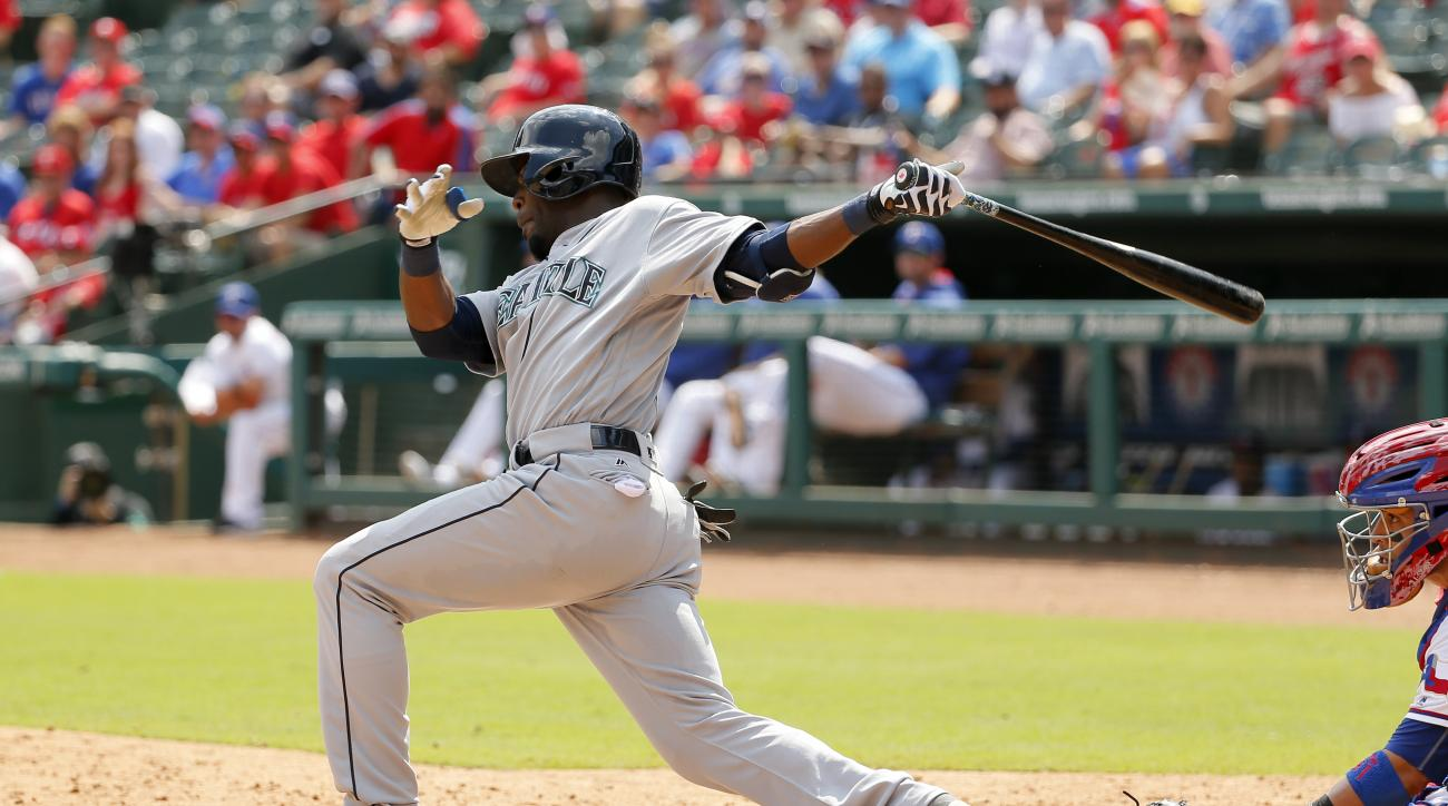 Seattle Mariners' Guillermo Heredia follows through on a ground out with the bases loaded to end the top of the sixth inning as Texas Rangers' Robinson Chirinos watches in a baseball game, Wednesday, Aug. 31, 2016, in Arlington, Texas. (AP Photo/Tony Guti