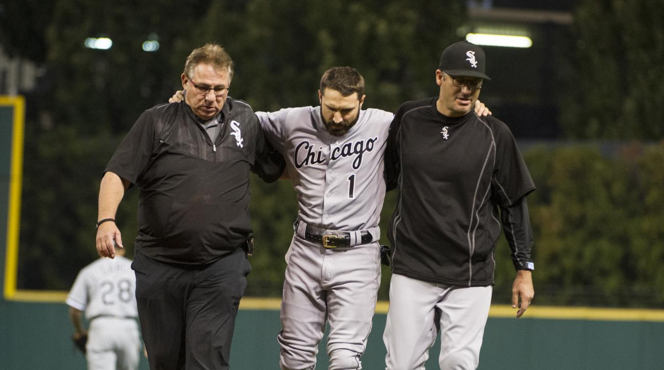 Chicago White Sox's Adam Eaton, center, is helped off the field by trainer Herm Schneider, left, and Chicago White Sox manager Robin Ventura during the sixth inning of a baseball game against the Cleveland Indians in Cleveland, Friday, Sept. 23, 2016. (AP