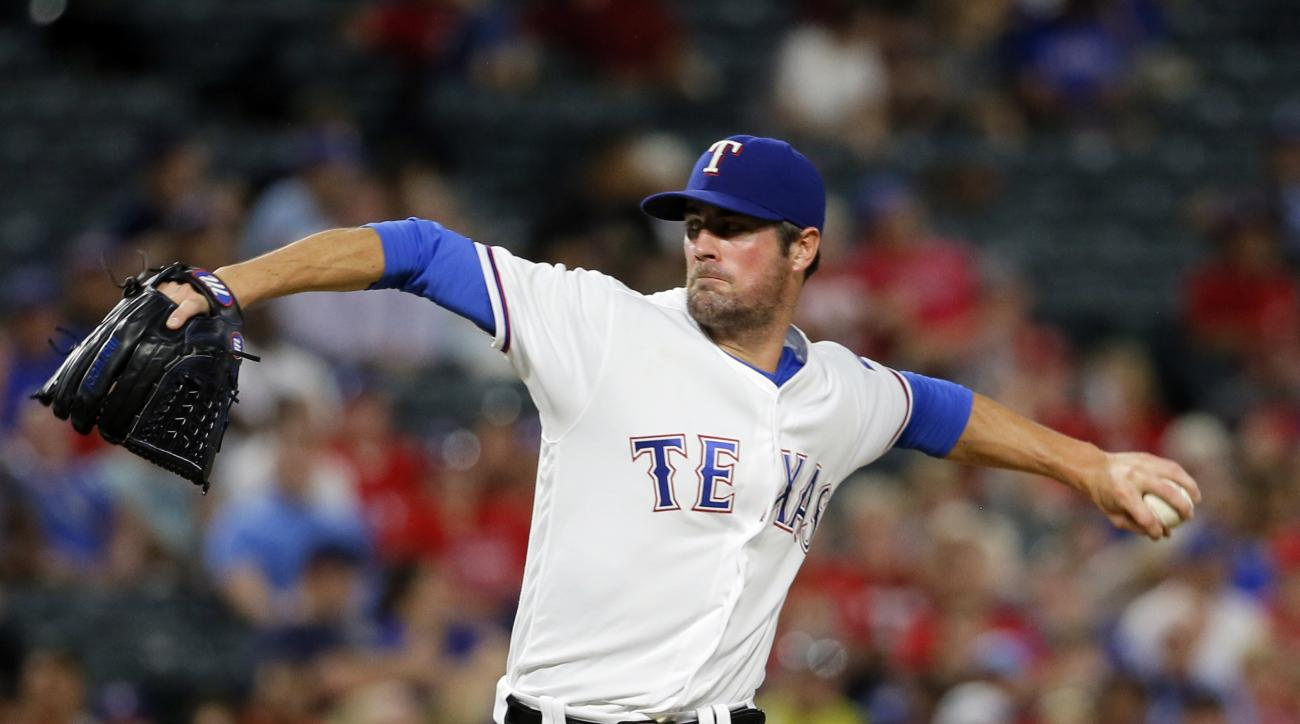 Texas Rangers starting pitcher Cole Hamels (35) throws to the Milwaukee Brewers in the second inning of a baseball game, Wednesday, Sept. 28, 2016, in Arlington, Texas. (AP Photo/Tony Gutierrez)