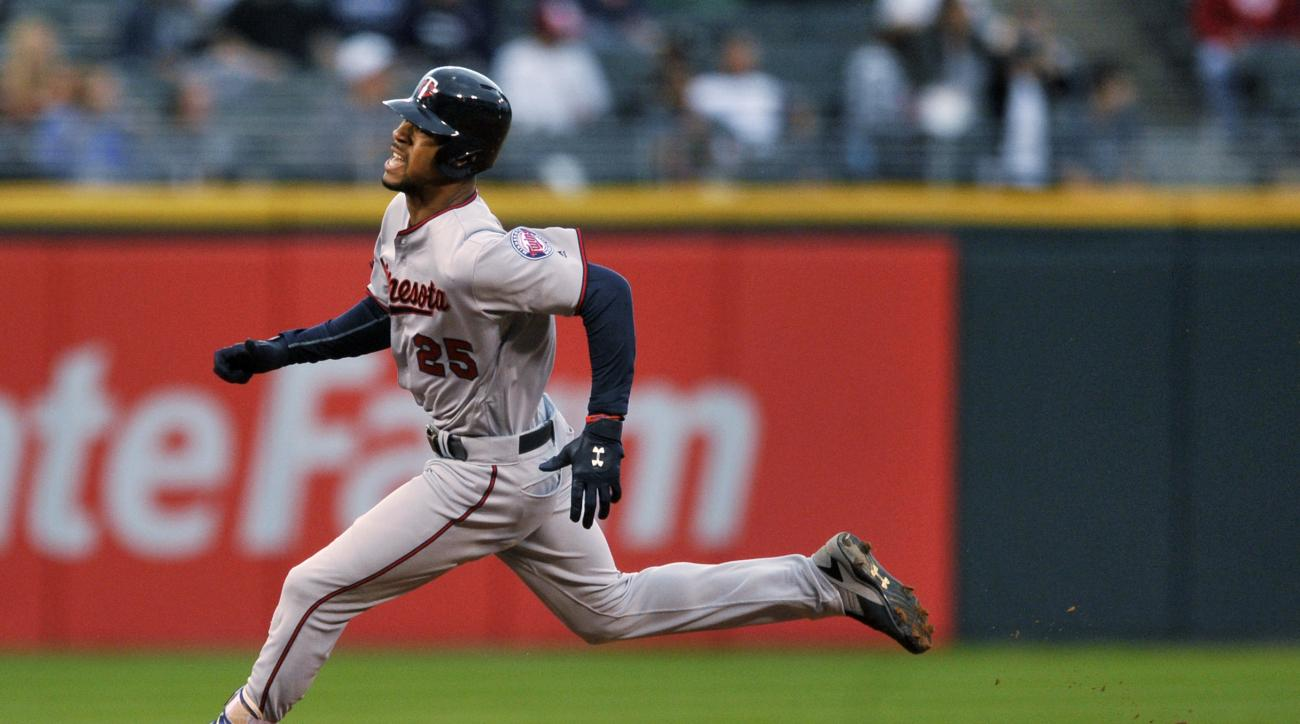 Minnesota Twins' Byron Buxton rounds the bases while hitting an inside-the-park solo home run during the first inning of a baseball game against the Chicago White Sox, Sunday, Oct. 2, 2016, in Chicago. (AP Photo/Paul Beaty)