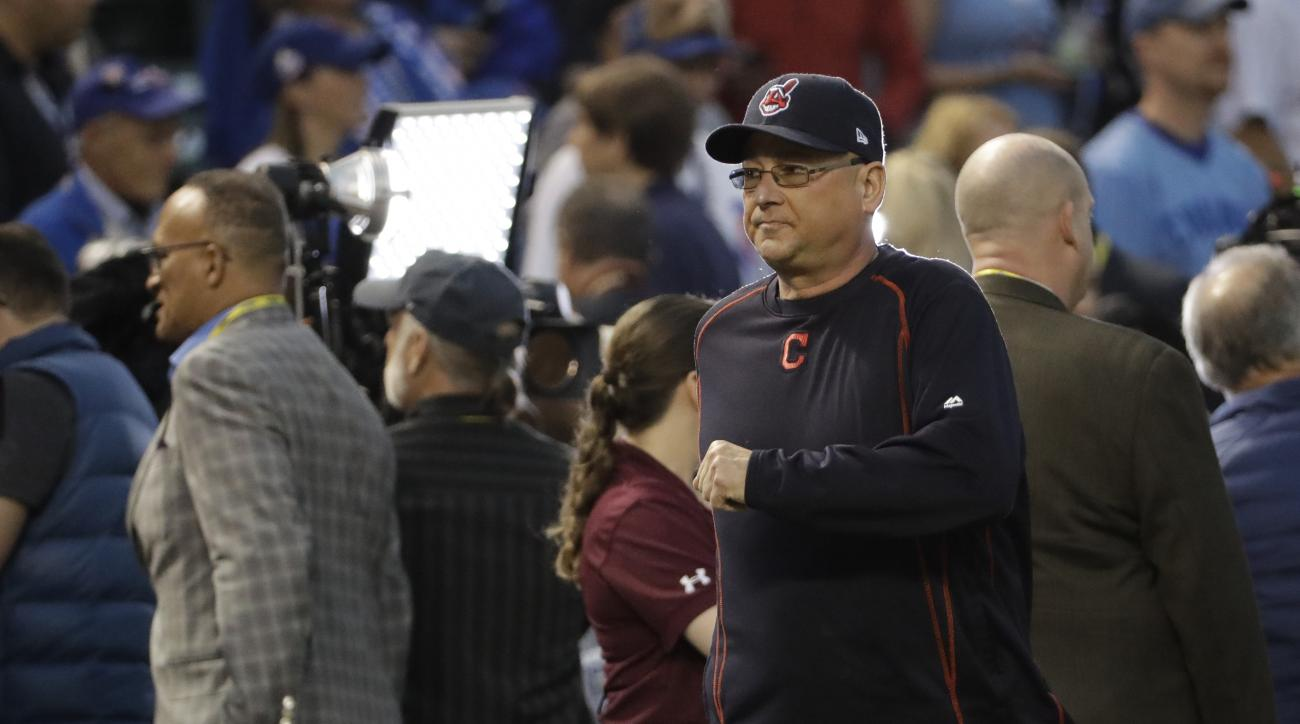 Cleveland Indians manager Terry Francona watches batting practice before Game 4 of the Major League Baseball World Series against the Chicago Cubs Saturday, Oct. 29, 2016, in Chicago. (AP Photo/David J. Phillip)