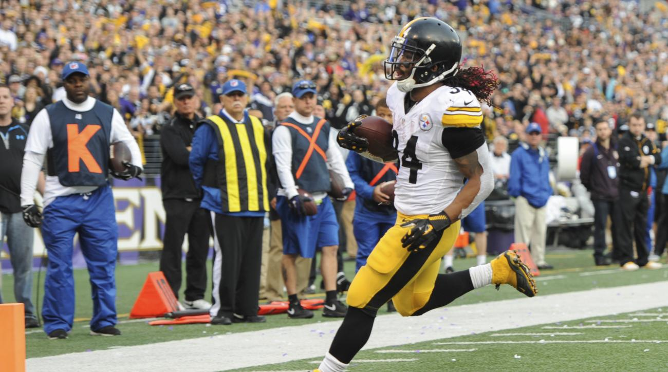 Pittsburgh Steelers running back DeAngelo Williams (34) carries the ball into the end zone for a touchdown during the second half of an NFL football game against the Baltimore Ravens in Baltimore, Sunday, Dec. 27, 2015. (AP Photo/Gail Burton)
