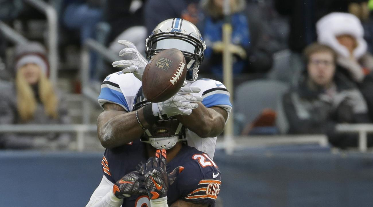 Chicago Bears strong safety Ryan Mundy (21) breaks up a pass intended for Detroit Lions wide receiver Calvin Johnson (81) during the first half of an NFL football game, Sunday, Jan. 3, 2016, in Chicago. (AP Photo/Nam Y. Huh)