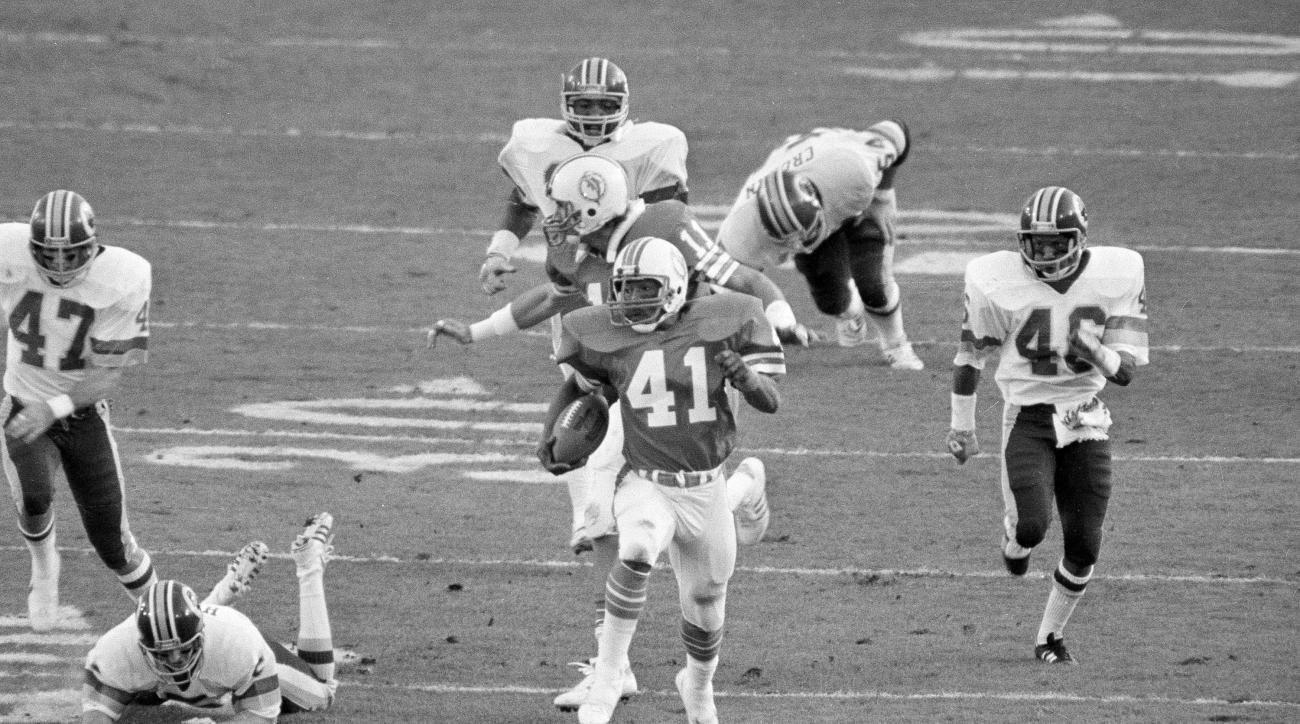 FILE - In this Jan. 30, 1983, file photo, Miami Dolphins' Fulton Walker (41) runs on a 98-yard kickoff return for a touchdown against the Washington Redskins during the first half of NFL football's Super Bowl XVII in Pasadena, Calif. The Redskins won 27-1