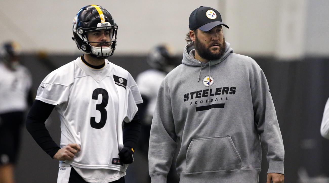 Pittsburgh Steelers quarterback Ben Roethlisberger, right, walks past backup quarterback Landry Jones (3) during an NFL football practice, in Pittsburgh, Wednesday, Jan. 13, 2016. The Steelers face the Denver Broncos in an NFL Divisional playoff football