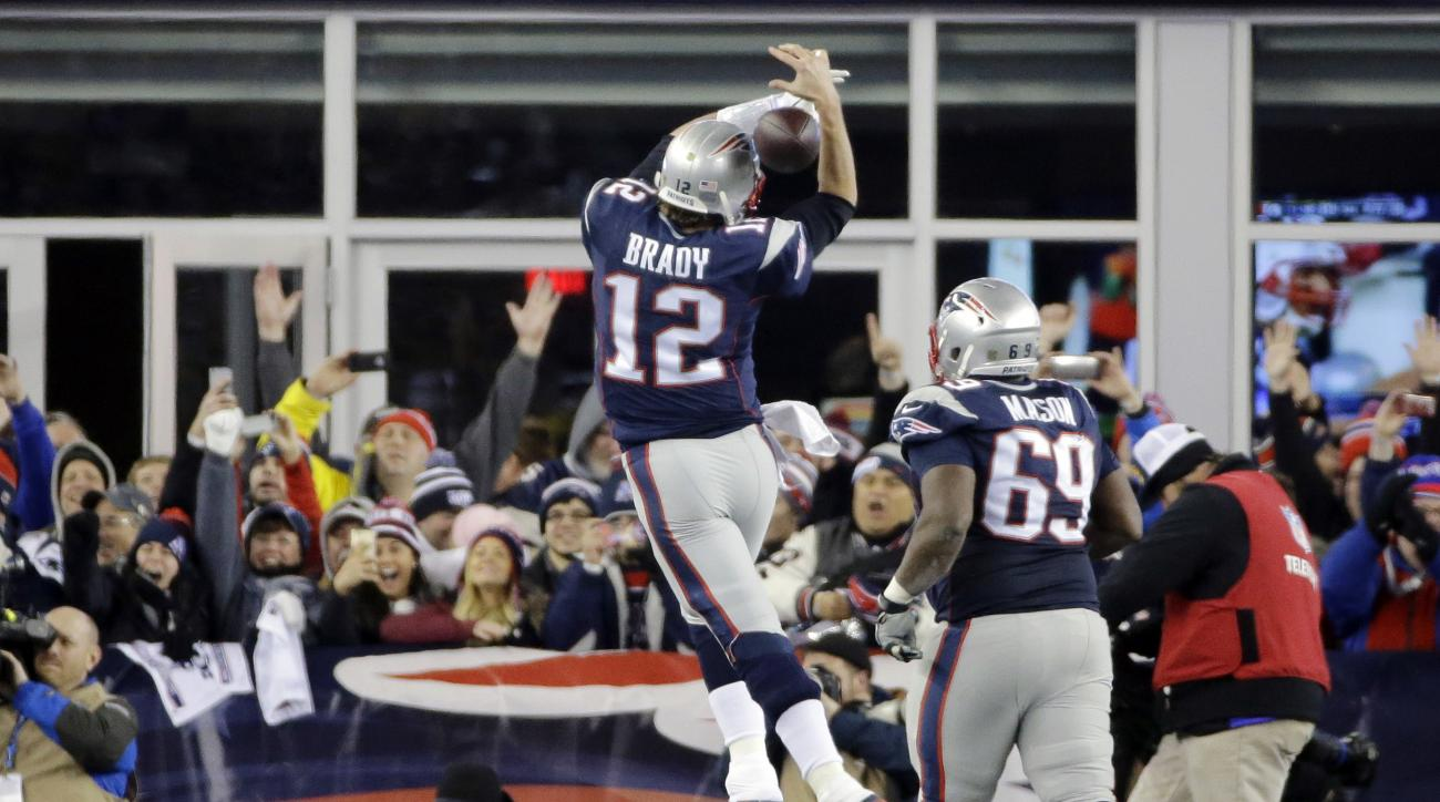 New England Patriots quarterback Tom Brady (12) celebrates his touchdown pass to New England Patriots tight end Rob Gronkowski (87) in the second half of an NFL divisional playoff football game against the Kansas City Chiefs, Saturday, Jan. 16, 2016, in F