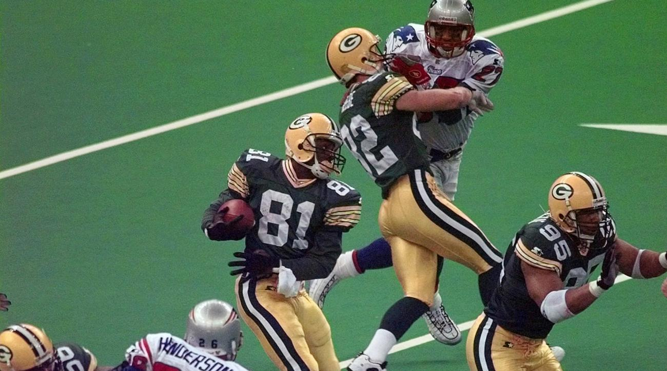 FILE - In this Jan. 26, 1997, file photo, Green Bay Packers' Desmond Howard (81) heads out on a 99-yard kickoff return during the third quarter against New England Patriots in NFL football's Super Bowl XXXI in New Orleans. Howard, the Most Valuable Player